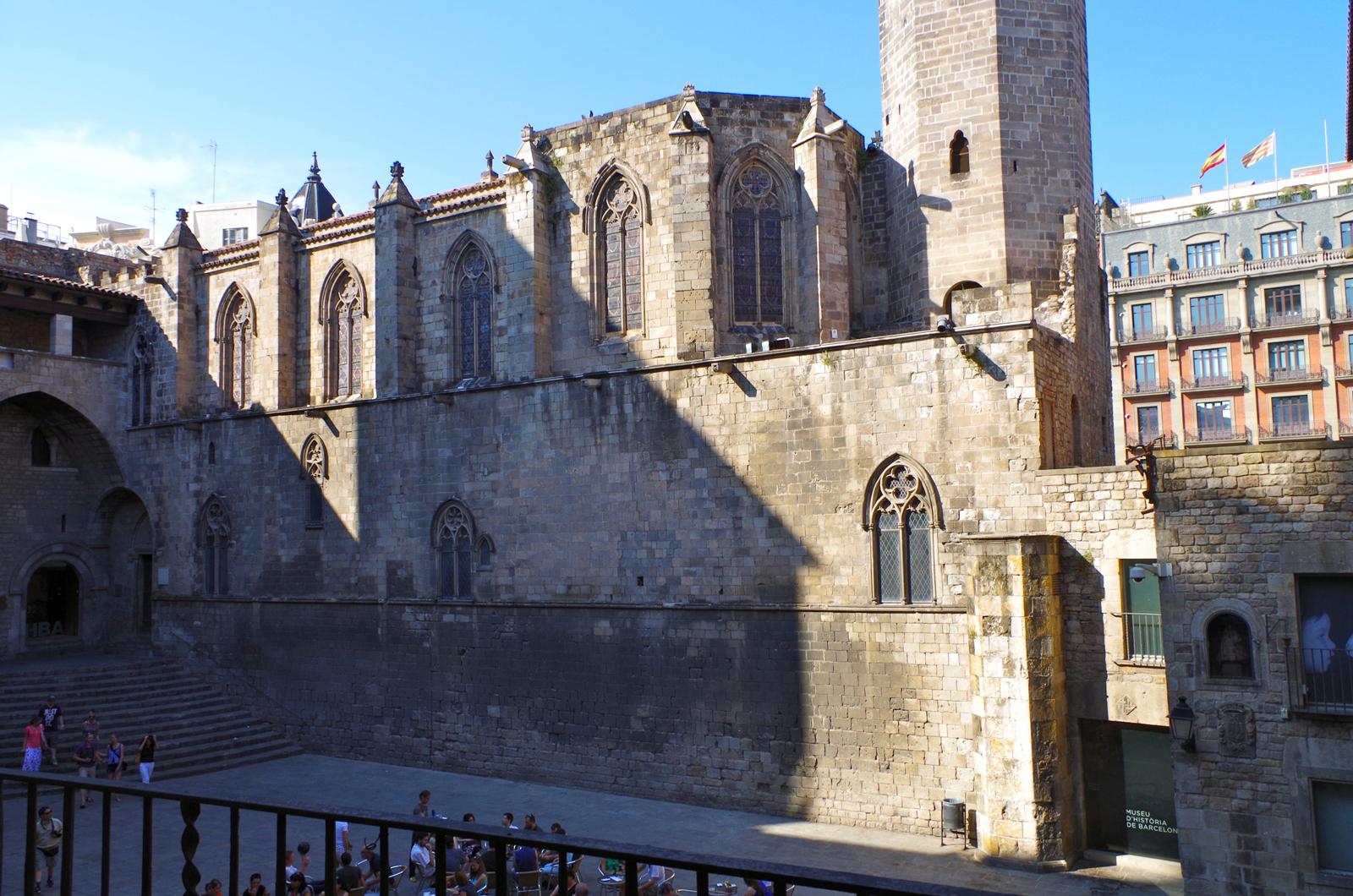 Casa modernista pla a del rei golden arts - Casa luthier barcelona ...
